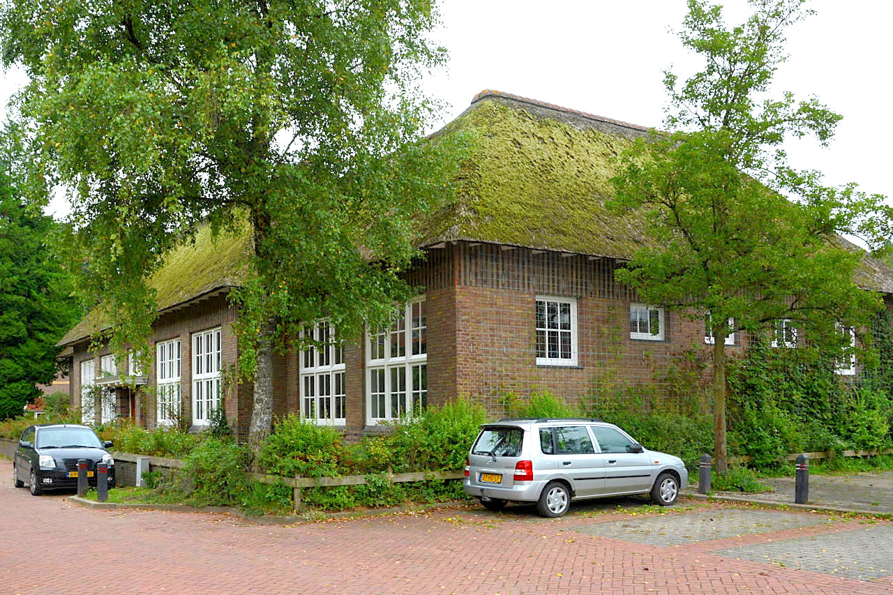 De voormalige Openbare Lagere School in Heveadorp.