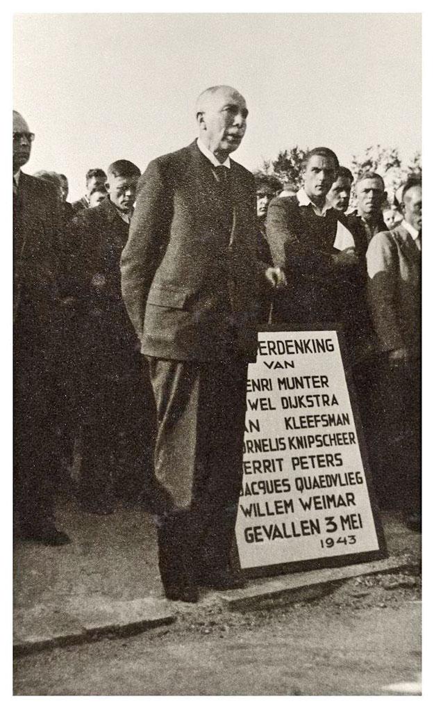 Hevaedorp 1ste herdenking 1946